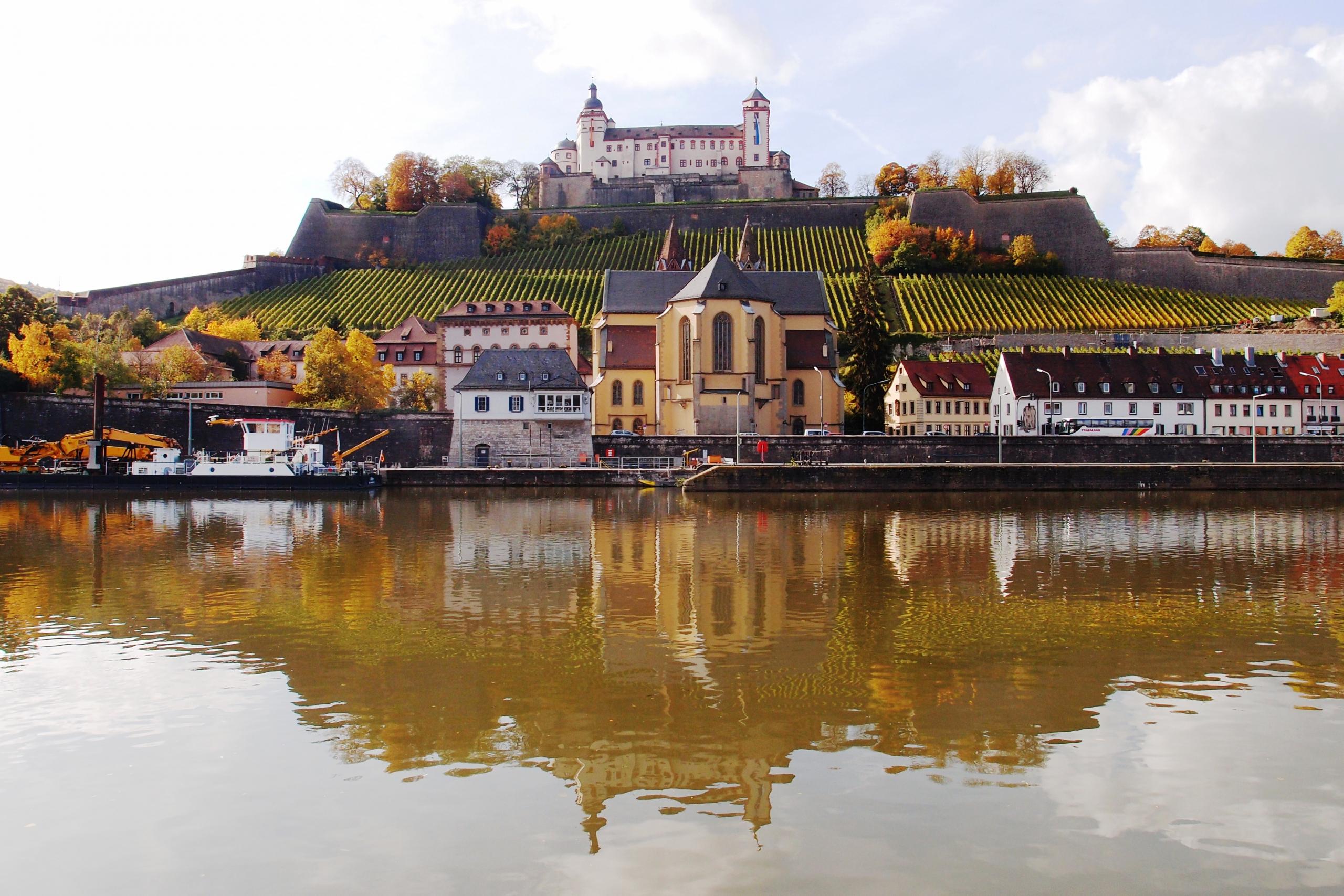 Pevnost Marienberg nad řekou Mohan