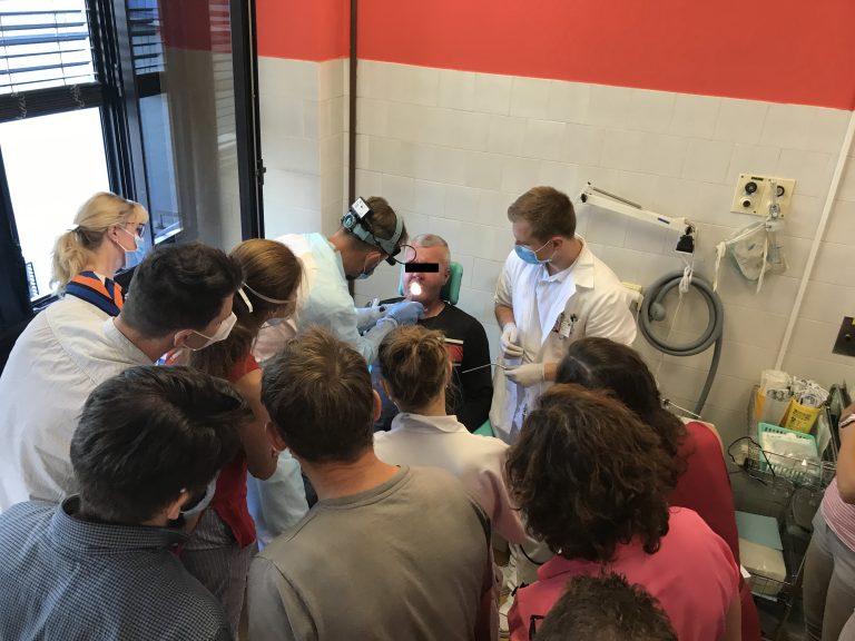 """Workshop """"Rehabilitace hlasu pomocí hlasové protézy u pacientů po totální laryngektomii"""""""